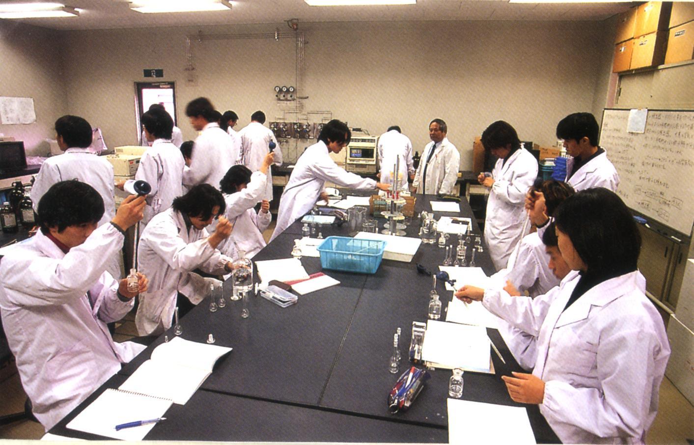 Sinh viên ngành Y dược tại Nhật Bản được thực hành nhiều